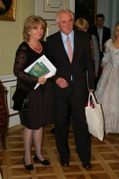 Barbara Kolago, sekretarz Międzynarodowej Kapituły Orderu Uśmiechu i Gerard Żorawik, członek Międzynarodowej Kapituły Orderu Usmiechu