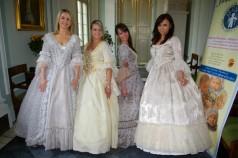 Zdjęcie hostess w strojach z Wilanowa