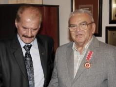 zdjęcie z wręczenia medalu 2