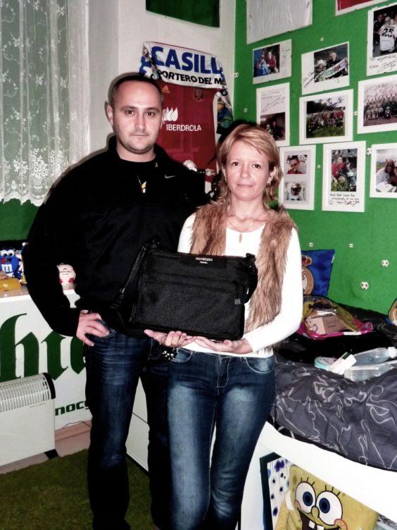 zdjęcie Rodzice Dawida Zapiska przekazujący koncentrator