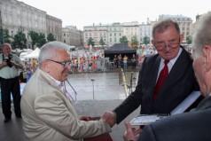 Wręczenie Krzyża Grunwaldu prezesowi Fundacji Stanisławowi Kowalskiemu fot.2